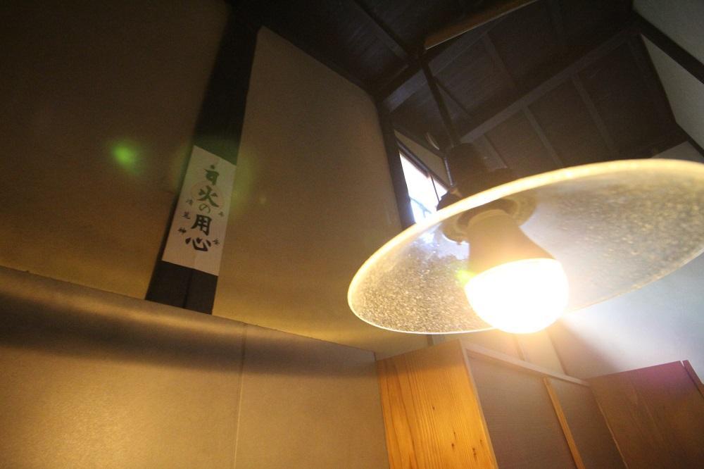 この照明は左右に移動可能