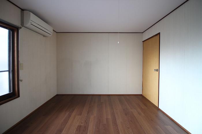 2階西側洋室6帖ベランダ有り。