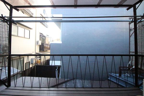 2階西側洋室6帖のベランダから。