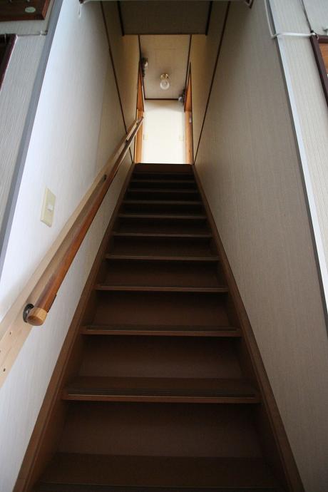 個室のプライベートを守る階段。