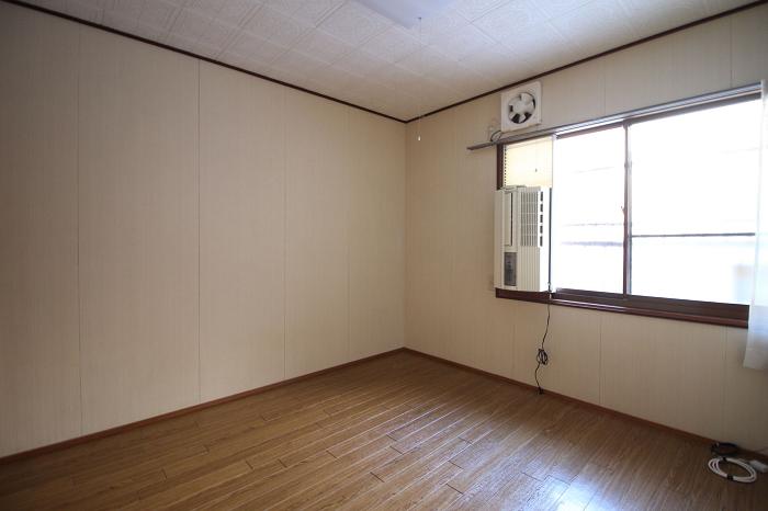 1階東側洋室5.2帖。