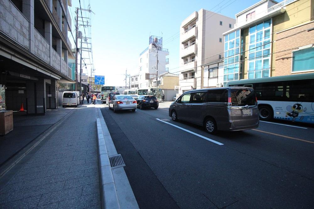 交通量の多い前面の東大路通