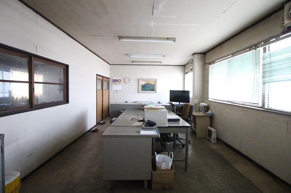 事務室も広々とした印象です