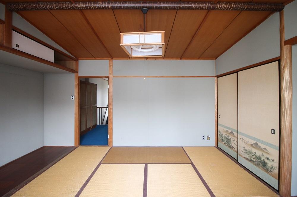 ダイニングの真上に位置する和室10帖