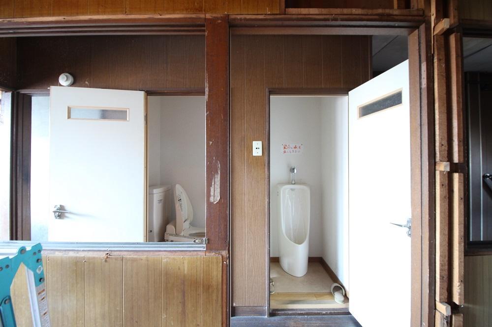大小別の共有トイレ
