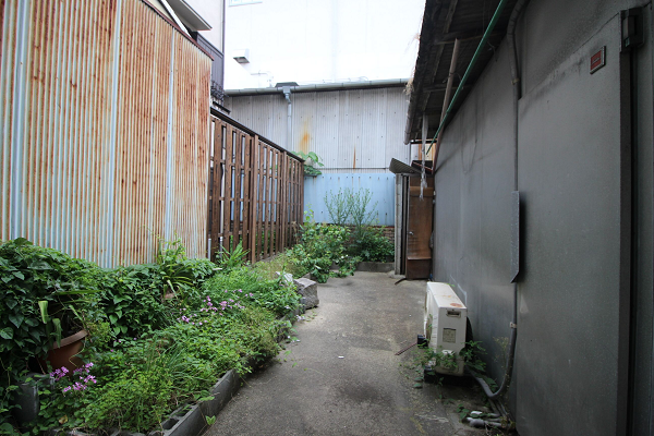 倉庫付きの庭