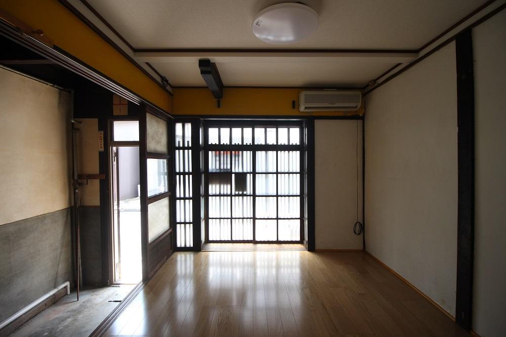 メインスペースになりそうな通り側の部屋
