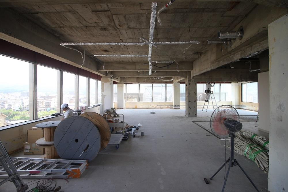 7階:正面にはビルがありますが抜け感は十分あります