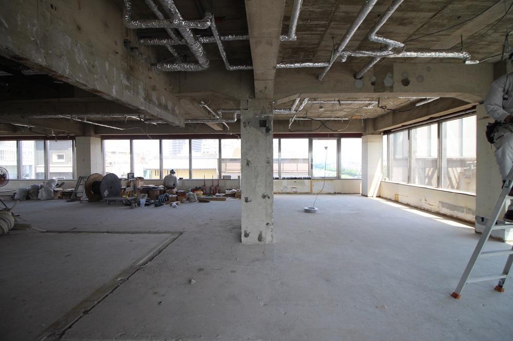 7階:東側の南から、とにかく明るいです