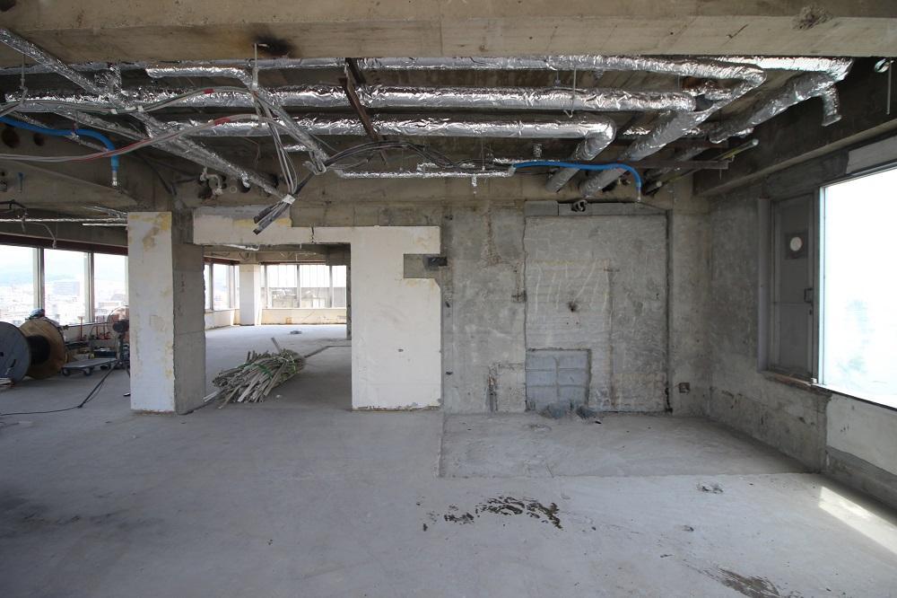 7階:西側から見るエレベーターホール