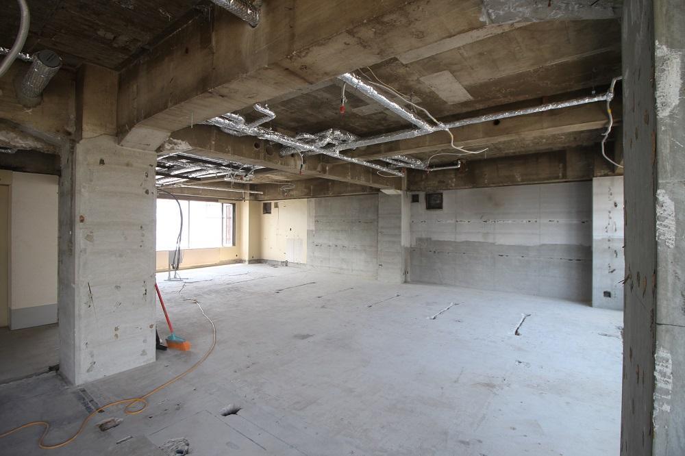 5階:5階の西側は窓がありません