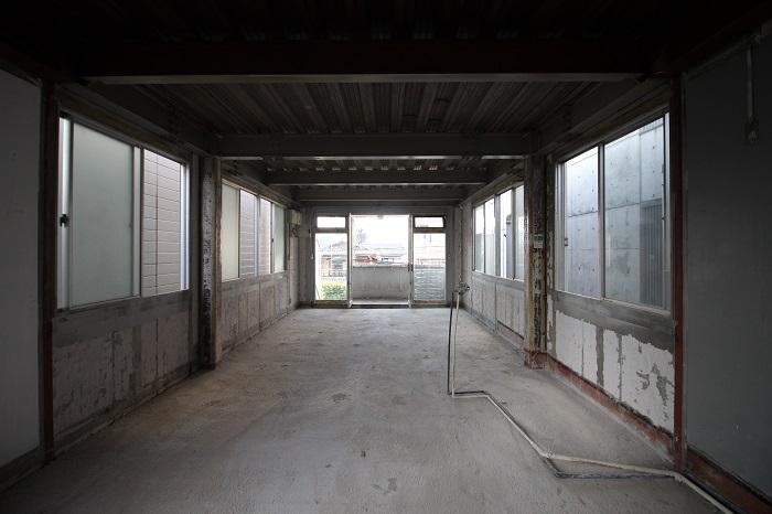 2階の奥から。窓が多いです