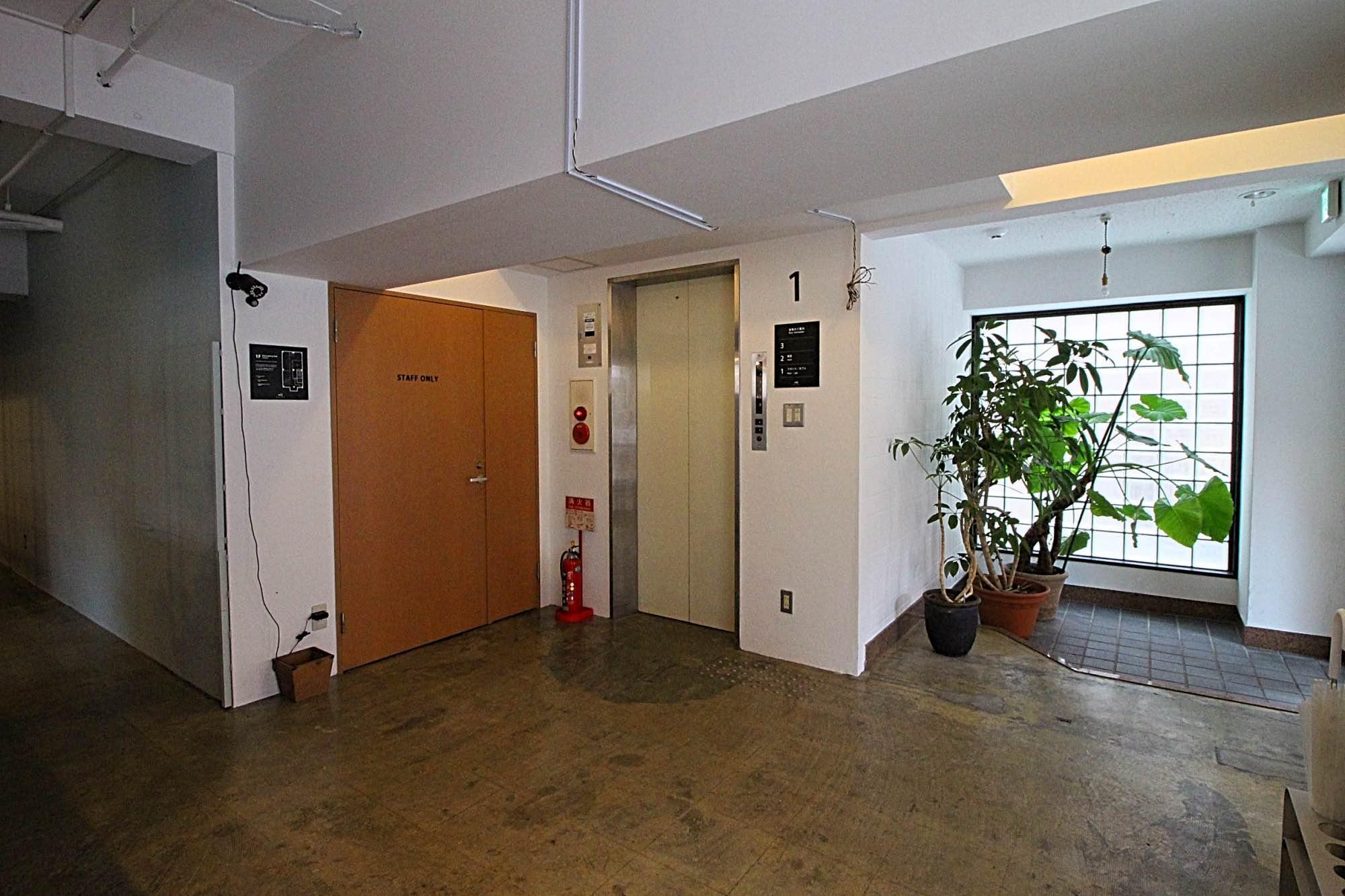 こちらが2階3階に上がるエレベーター