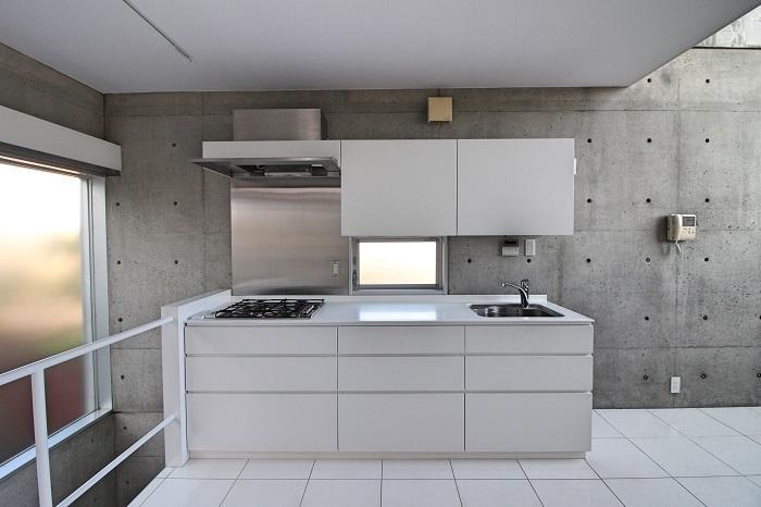 キッチンも白でシンプルに