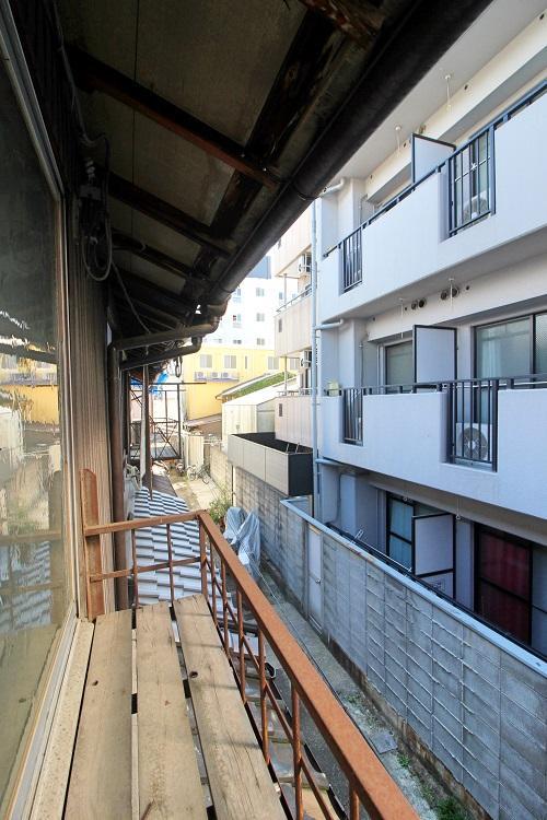 2階から見る前面通路