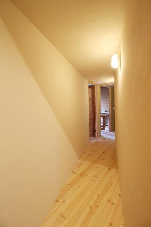 2階の内廊下のナナメ部分
