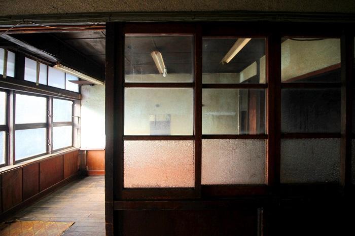 廊下から見る教室みたい