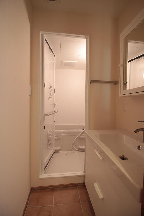 洗面所もお風呂も新品です