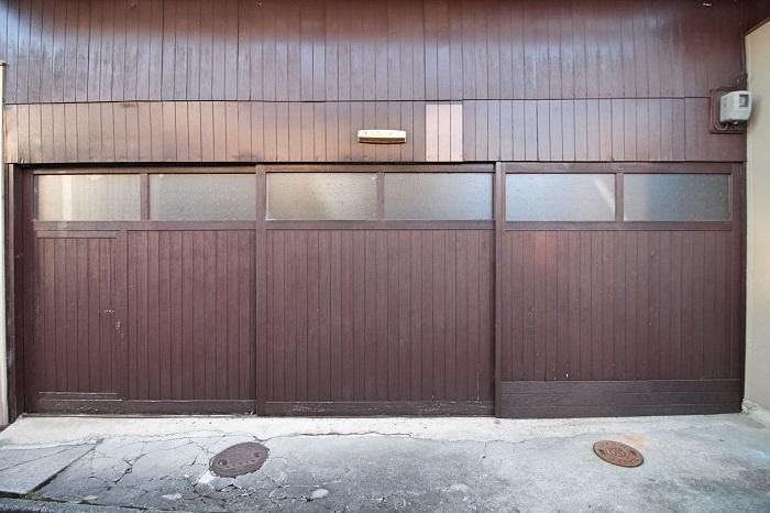 倉庫の入り口
