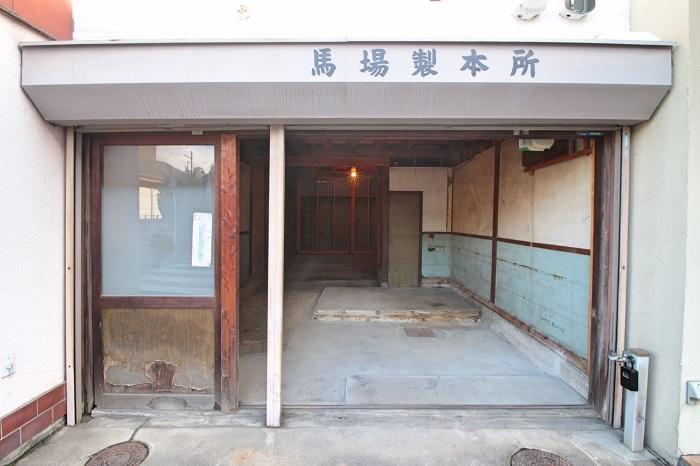製本所の名前が残る木造2階建て