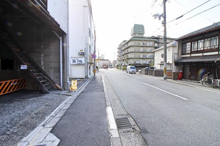 前面の壬生川通、まっすぐ行けば七条通