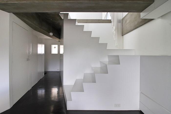 この階段もシンプル過ぎて印象的