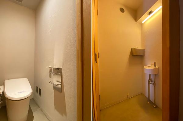 トイレとそこに繋がるお手洗いです