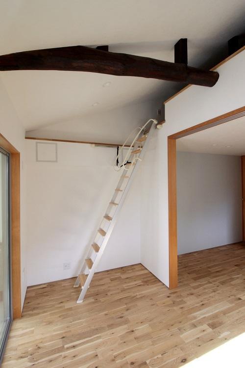 勾配のある天井は少し高め
