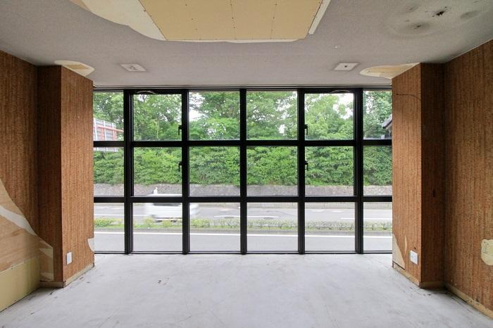 アイアンの窓は2枚開閉可能(2F-東C)