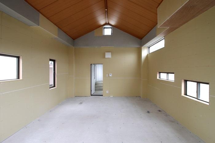 この区画は三角屋根で小窓が多い(3F-西F)