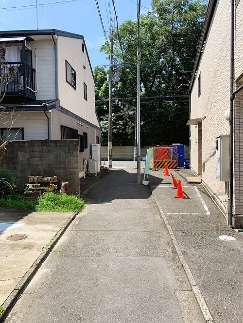 路地を出れば歴史的建造物と日本庭園の清風荘