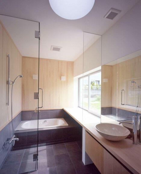 お風呂にも大きめの窓(竣工時)