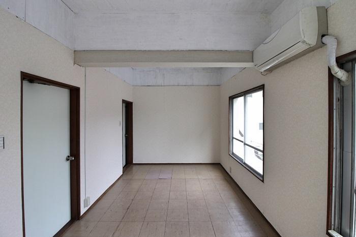 22号室|元々2区画だったため扉も2箇所