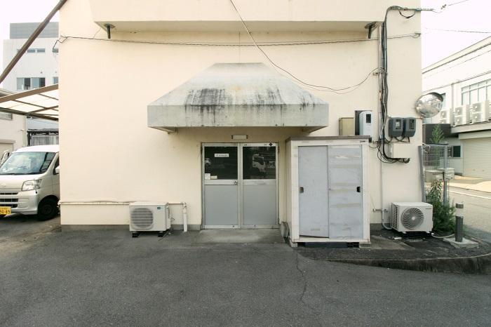 こちらが入居者用の入り口。各自が都度施錠するタイプ