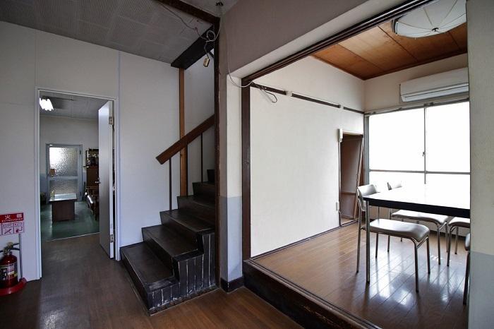1階には談話室もあります(右側のスペース)