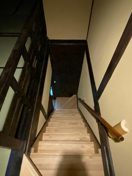 階段も掛けかえられて緩やかになってます