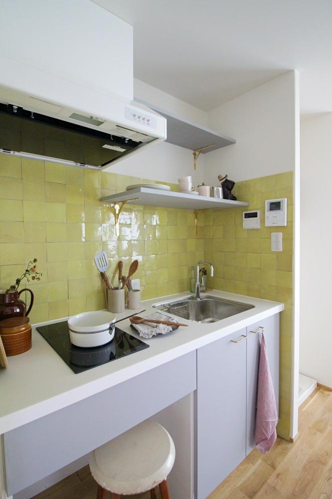 キッチンのタイルがこの物件のチャームポイントですね。