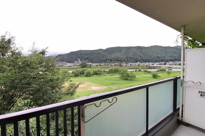 日常的に目にすることが出来るこの風景、松尾大社の鳥居も見えます
