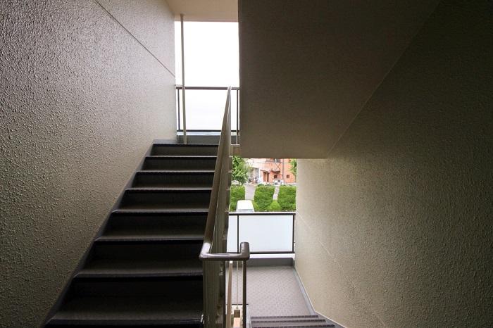 階段4階ですが、傾斜は少し緩め