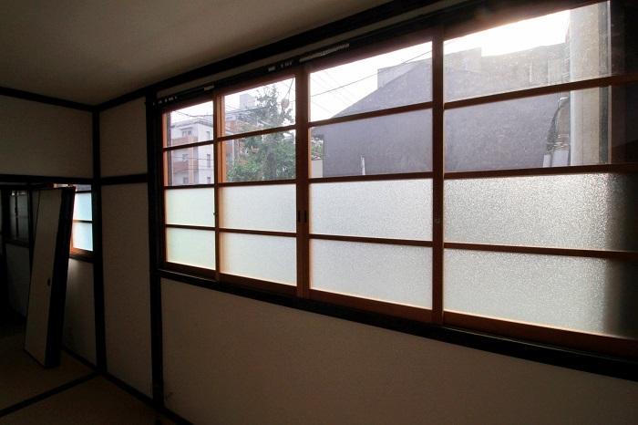 この窓は新調された模様