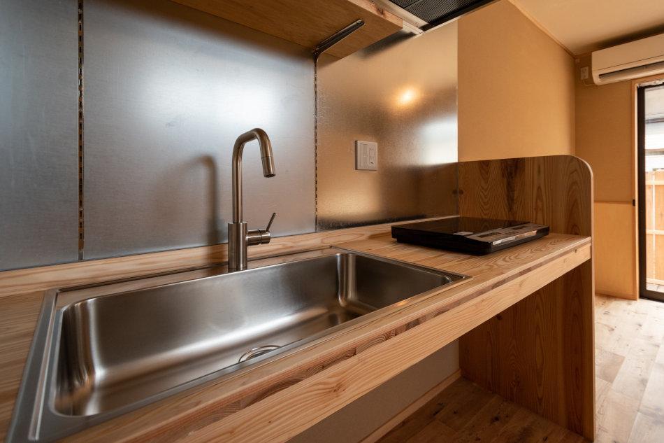 シンクが大きい造作のキッチン(1号室)