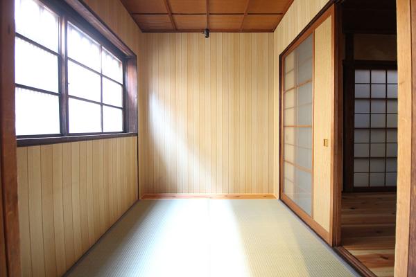 玄関に繋がる2帖の和室