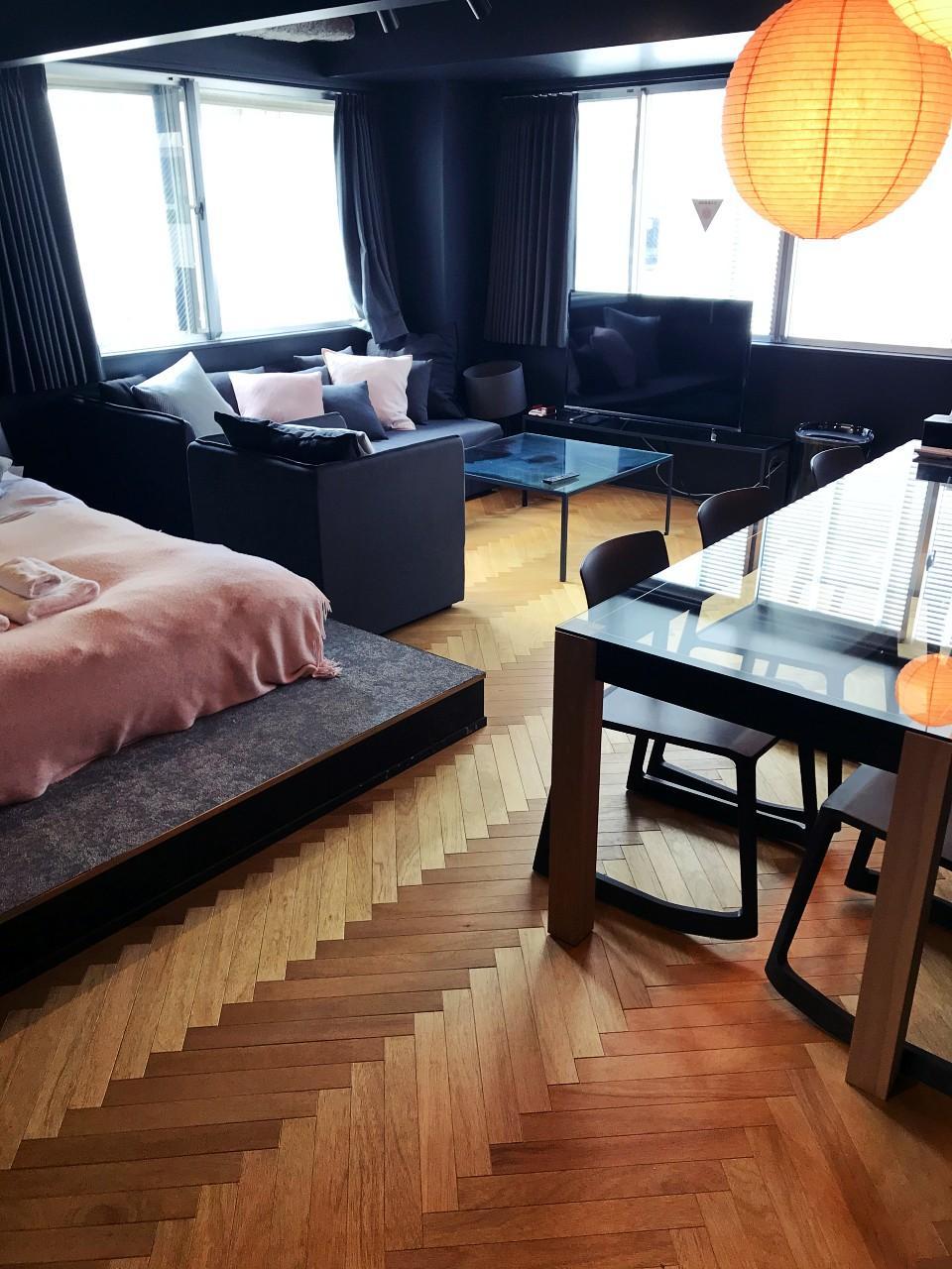 床の表情はフロアごとに様々。これは5階のもの
