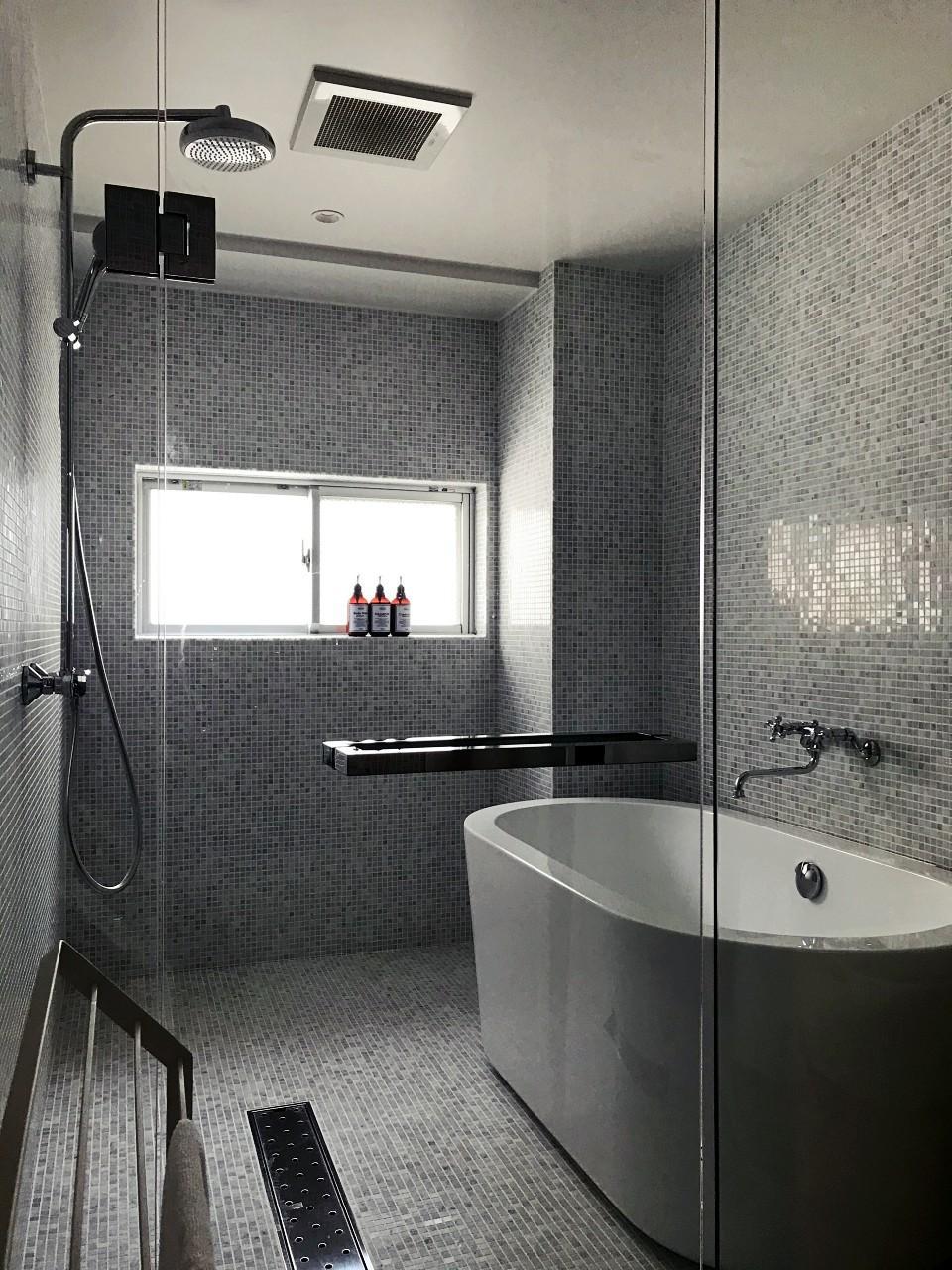 スタイリッシュな浴室
