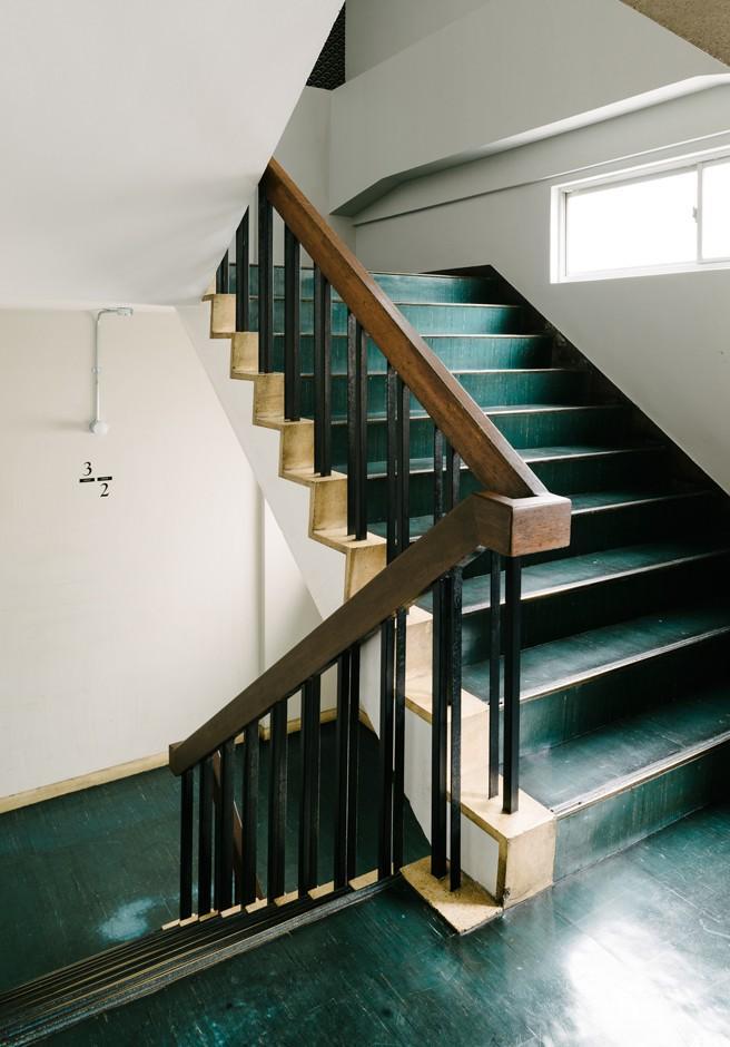 共用階段。渋く、味わい深い雰囲気です。