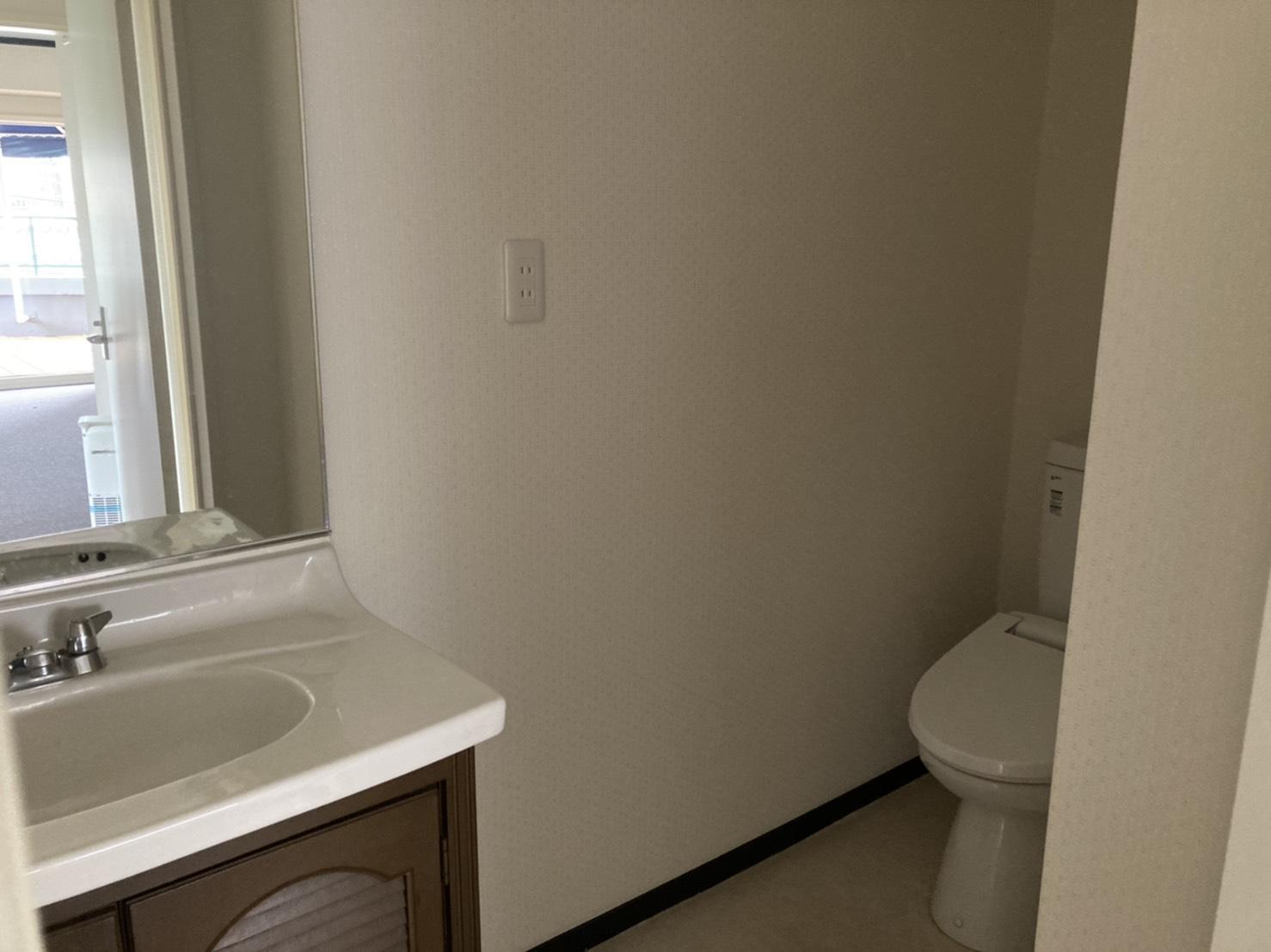 トイレ・洗面台は一室です