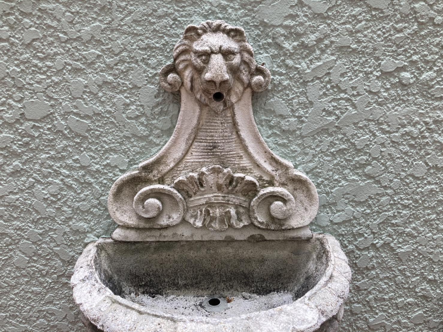 広場でみつけたライオンの噴水、こういうのなんだかいいですよね