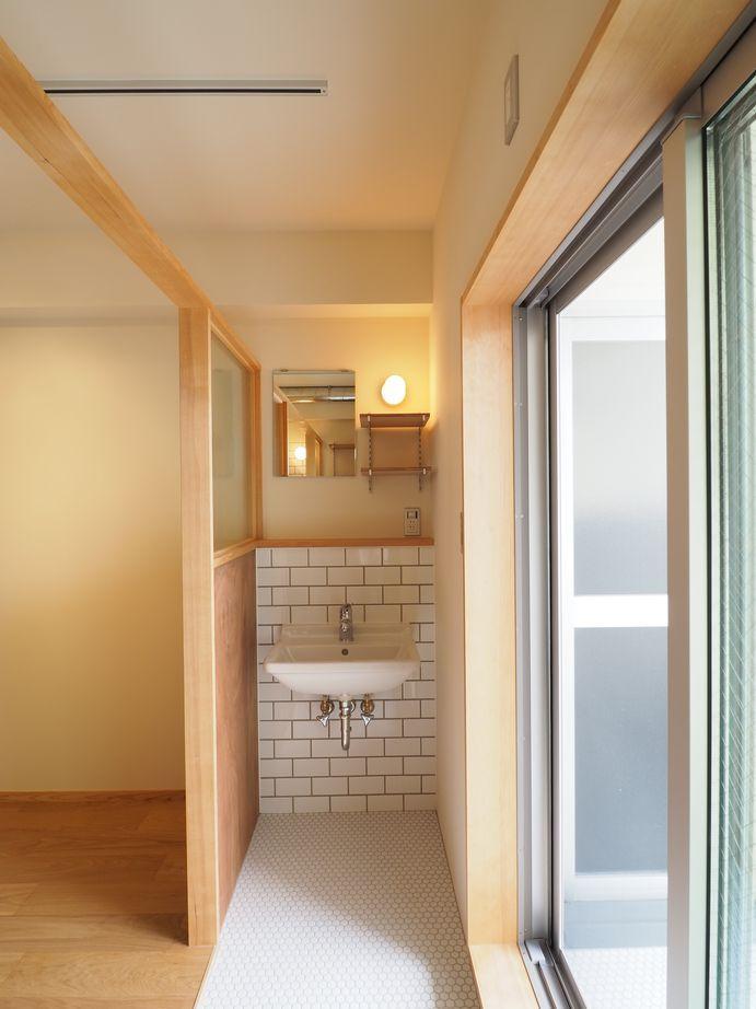 洗面スペース。ガラスのパーテーションにテンションが上がります