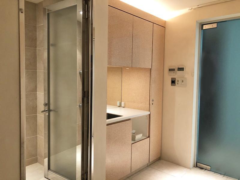シャワー室が区画内にあります
