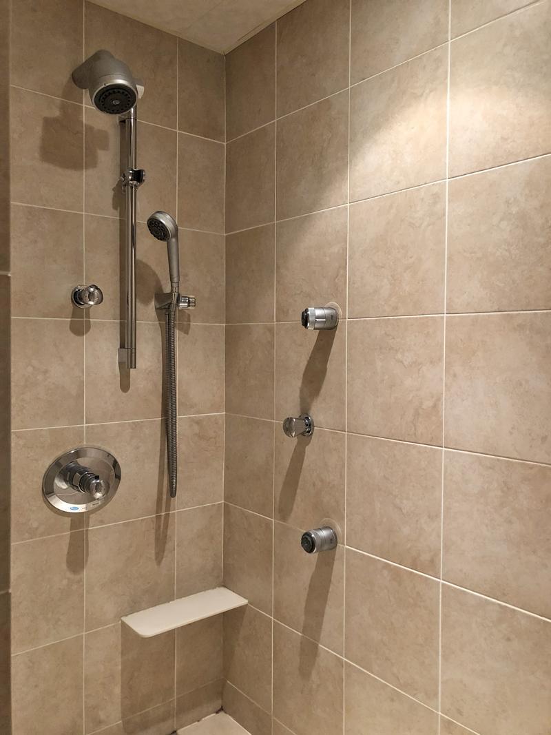 一瞬、ん!?ってなるシャワー室